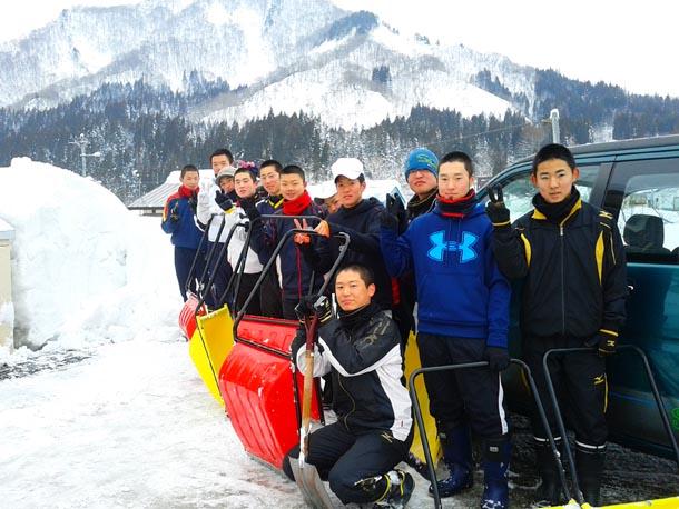 冬のトレーニングは、雪かきで始まる! 只見高校野球部!!